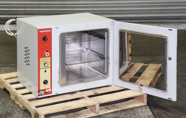 Heraeus UT5050 Bench Top Oven