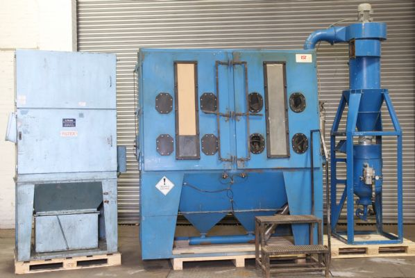 IST Pressure Blast Cabinet With Extractor