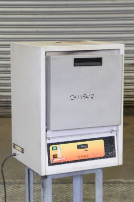 Carbolite EML 11/2 1100C Bench Top Furnace