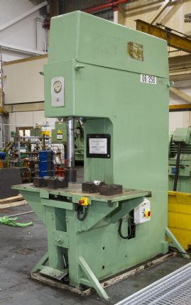 """C"" Frame 30 T Hydraulic Straightening Press"